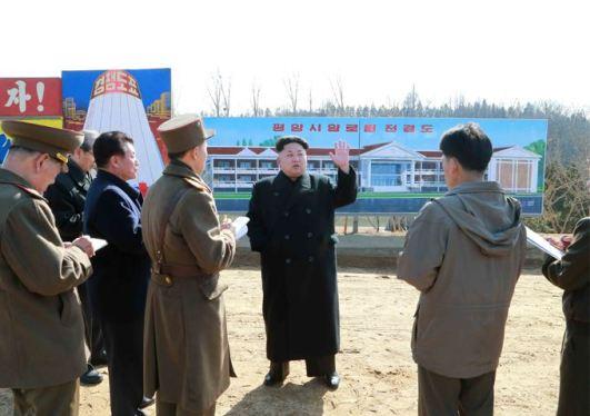 150306 - SK - KIM JONG UN - Marschall KIM JONG UN besichtigte die Baustelle des Altersheims der Stadt Pyongyang - 01 - 경애하는 김정은동지께서 평양시양로원건설장을 현지지도하시였다