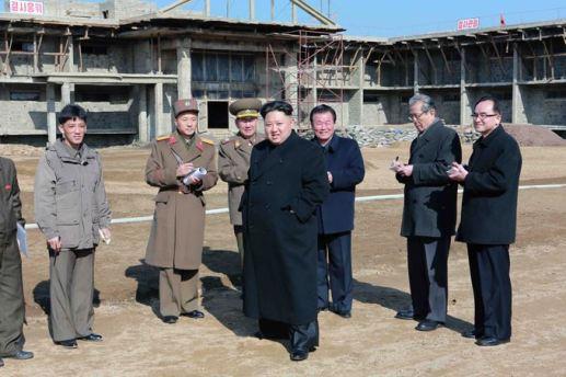 150306 - SK - KIM JONG UN - Marschall KIM JONG UN besichtigte die Baustelle des Altersheims der Stadt Pyongyang - 02 - 경애하는 김정은동지께서 평양시양로원건설장을 현지지도하시였다