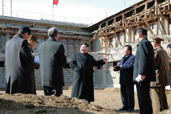 150306 - SK - KIM JONG UN - Marschall KIM JONG UN besichtigte die Baustelle des Altersheims der Stadt Pyongyang - 08 - 경애하는 김정은동지께서 평양시양로원건설장을 현지지도하시였다