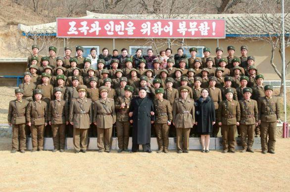 150312 - RS - KIM JONG UN - Inspektion einer Inselverteidigungskompanie durch Marschall KIM JONG UN - 01 - 조선인민군 최고사령관 김정은동지께서 동해안전방초소를 지키고있는 신도방어중대를 시찰하시였다