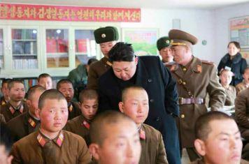150312 - RS - KIM JONG UN - Inspektion einer Inselverteidigungskompanie durch Marschall KIM JONG UN - 07 - 조선인민군 최고사령관 김정은동지께서 동해안전방초소를 지키고있는 신도방어중대를 시찰하시였다