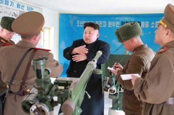 150312 - SK - KIM JONG UN - Inspektion einer Inselverteidigungskompanie durch Marschall KIM JONG UN - 04 - 조선인민군 최고사령관 김정은동지께서 동해안전방초소를 지키고있는 신도방어중대를 시찰하시였다