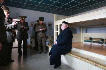 150312 - SK - KIM JONG UN - Inspektion einer Inselverteidigungskompanie durch Marschall KIM JONG UN - 05 - 조선인민군 최고사령관 김정은동지께서 동해안전방초소를 지키고있는 신도방어중대를 시찰하시였다