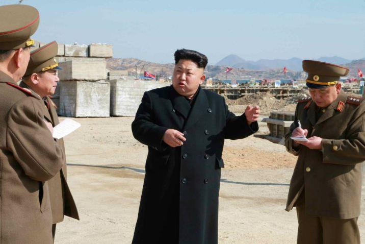 150314 - RS - KIM JONG UN - Marschall KIM JONG UN besuchte den Bauplatz eines Fischfangbetriebes - 01 - 경애하는 김정은동지께서 5월27일수산사업소건설장을 현지지도하시였다