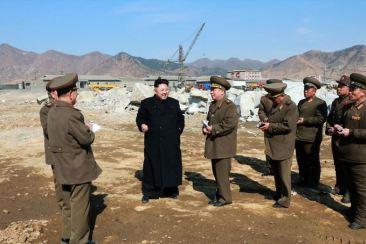 150314 - SK - KIM JONG UN - Marschall KIM JONG UN besuchte den Bauplatz eines Fischfangbetriebes - 10 - 경애하는 김정은동지께서 5월27일수산사업소건설장을 현지지도하시였다