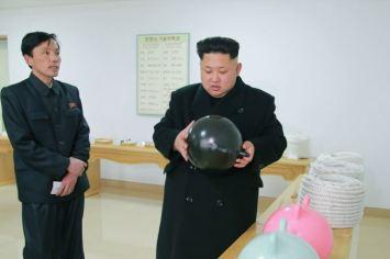 150318 - SK - KIM JONG UN - Marschall KIM JONG UN besichtigte das Kombinat für Fischergeräte der KVA - 02 - 경애하는 김정은동지께서 조선인민군 어구종합공장을 현지지도하시였다