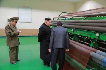 150318 - SK - KIM JONG UN - Marschall KIM JONG UN besichtigte das Kombinat für Fischergeräte der KVA - 06 - 경애하는 김정은동지께서 조선인민군 어구종합공장을 현지지도하시였다