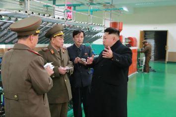 150318 - SK - KIM JONG UN - Marschall KIM JONG UN besichtigte das Kombinat für Fischergeräte der KVA - 09 - 경애하는 김정은동지께서 조선인민군 어구종합공장을 현지지도하시였다