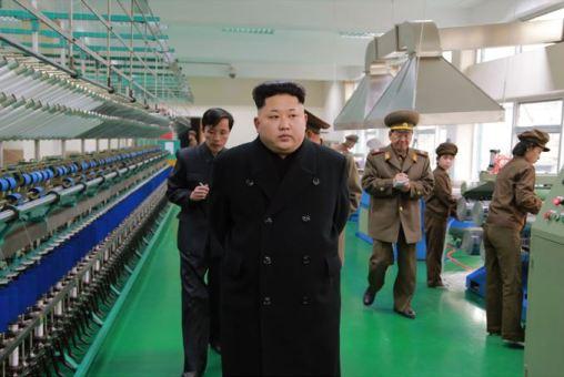 150318 - SK - KIM JONG UN - Marschall KIM JONG UN besichtigte das Kombinat für Fischergeräte der KVA - 13 - 경애하는 김정은동지께서 조선인민군 어구종합공장을 현지지도하시였다