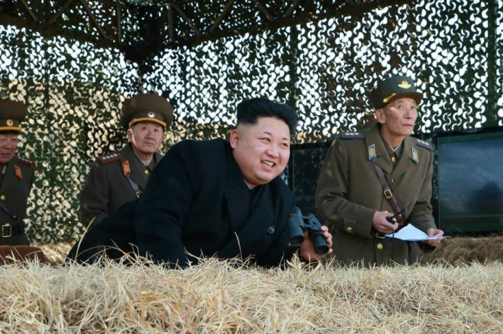 150320 - RS - KIM JONG UN - Marschall KIM JONG UN sah sich eine Übung der Luftwaffe an - 01 - 조선인민군 최고사령관 김정은동지께서 조선인민군 항공 및 반항공군의 비행장타격 및 복구훈련을 보시였다