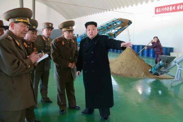150324 - RS - KIM JONG UN - 01 - 경애하는 김정은동지께서 인민군대에서 새로 건설한 어분사료공장을 현지지도하시였다