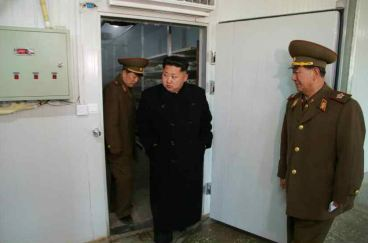 150324 - RS - KIM JONG UN - 05 - 경애하는 김정은동지께서 인민군대에서 새로 건설한 어분사료공장을 현지지도하시였다