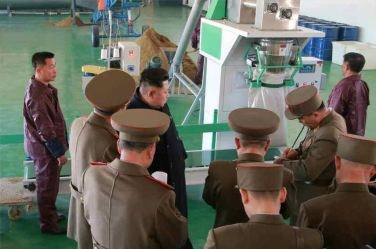 150324 - RS - KIM JONG UN - 07 - 경애하는 김정은동지께서 인민군대에서 새로 건설한 어분사료공장을 현지지도하시였다