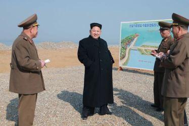 150327 - SK - KIM JONG UN - Marschall KIM JONG UN besichtigte den Bauplatz einer Fischverarbeitungsbasis - 01 - 경애하는 김정은동지께서 금산포젓갈가공공장과 금산포수산사업소건설장을 현지지도하시였다