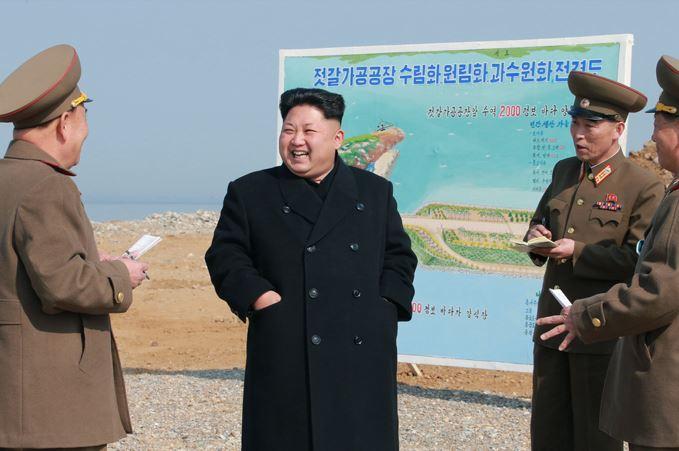 150327 - SK - KIM JONG UN - Marschall KIM JONG UN besichtigte den Bauplatz einer Fischverarbeitungsbasis - 02 - 경애하는 김정은동지께서 금산포젓갈가공공장과 금산포수산사업소건설장을 현지지도하시였다