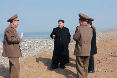 150327 - SK - KIM JONG UN - Marschall KIM JONG UN besichtigte den Bauplatz einer Fischverarbeitungsbasis - 04 - 경애하는 김정은동지께서 금산포젓갈가공공장과 금산포수산사업소건설장을 현지지도하시였다