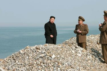 150327 - SK - KIM JONG UN - Marschall KIM JONG UN besichtigte den Bauplatz einer Fischverarbeitungsbasis - 06 - 경애하는 김정은동지께서 금산포젓갈가공공장과 금산포수산사업소건설장을 현지지도하시였다
