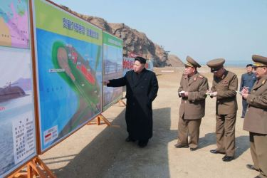 150327 - SK - KIM JONG UN - Marschall KIM JONG UN besichtigte den Bauplatz einer Fischverarbeitungsbasis - 08 - 경애하는 김정은동지께서 금산포젓갈가공공장과 금산포수산사업소건설장을 현지지도하시였다