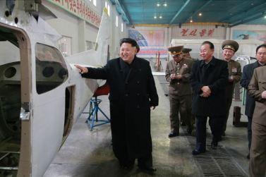 150401 - SK - Marschall KIM JONG UN besichtigte ein Maschinenwerk - 02 - 경애하는 김정은동지께서 전동렬동무가 사업하는 기계공장을 현지지도하시였다