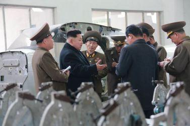 150401 - SK - Marschall KIM JONG UN besichtigte ein Maschinenwerk - 03 - 경애하는 김정은동지께서 전동렬동무가 사업하는 기계공장을 현지지도하시였다