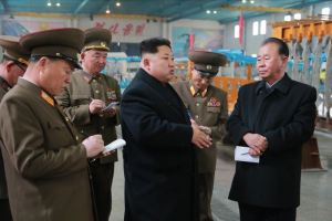 150401 - SK - Marschall KIM JONG UN besichtigte ein Maschinenwerk - 04 - 경애하는 김정은동지께서 전동렬동무가 사업하는 기계공장을 현지지도하시였다