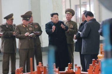 150401 - SK - Marschall KIM JONG UN besichtigte ein Maschinenwerk - 05 - 경애하는 김정은동지께서 전동렬동무가 사업하는 기계공장을 현지지도하시였다