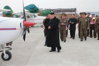 150401 - SK - Marschall KIM JONG UN besichtigte ein Maschinenwerk - 08 - 경애하는 김정은동지께서 전동렬동무가 사업하는 기계공장을 현지지도하시였다