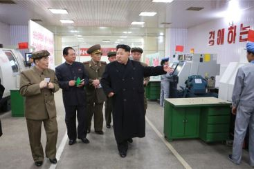 150408 - SK - KIM JONG UN - Marschall KIM JONG UN besuchte das Werk für Schwachstromgeräte Pyongyang - 01 - 경애하는 김정은동지께서 평양약전기계공장을 현지지도하시였다