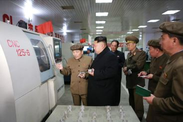 150408 - SK - KIM JONG UN - Marschall KIM JONG UN besuchte das Werk für Schwachstromgeräte Pyongyang - 02 - 경애하는 김정은동지께서 평양약전기계공장을 현지지도하시였다