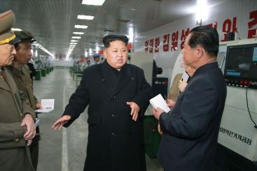 150408 - SK - KIM JONG UN - Marschall KIM JONG UN besuchte das Werk für Schwachstromgeräte Pyongyang - 03 - 경애하는 김정은동지께서 평양약전기계공장을 현지지도하시였다