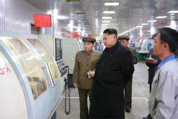 150408 - SK - KIM JONG UN - Marschall KIM JONG UN besuchte das Werk für Schwachstromgeräte Pyongyang - 04 - 경애하는 김정은동지께서 평양약전기계공장을 현지지도하시였다