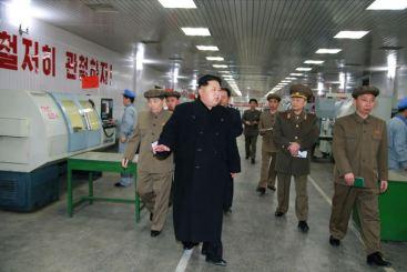 150408 - SK - KIM JONG UN - Marschall KIM JONG UN besuchte das Werk für Schwachstromgeräte Pyongyang - 05 - 경애하는 김정은동지께서 평양약전기계공장을 현지지도하시였다