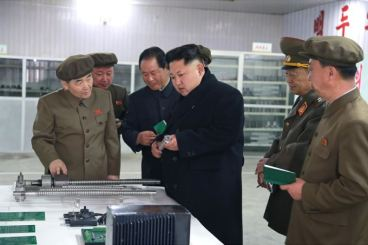 150408 - SK - KIM JONG UN - Marschall KIM JONG UN besuchte das Werk für Schwachstromgeräte Pyongyang - 06 - 경애하는 김정은동지께서 평양약전기계공장을 현지지도하시였다