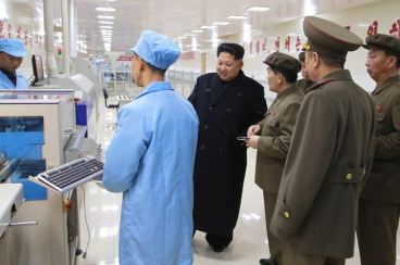 150408 - SK - KIM JONG UN - Marschall KIM JONG UN besuchte das Werk für Schwachstromgeräte Pyongyang - 07 - 경애하는 김정은동지께서 평양약전기계공장을 현지지도하시였다