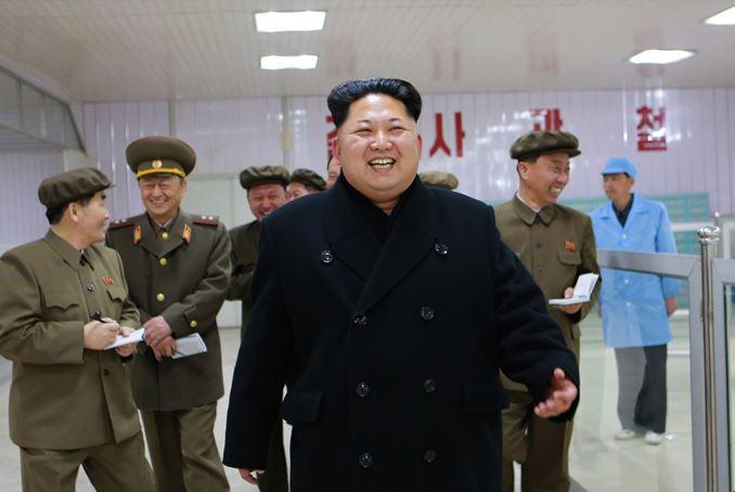 150408 - SK - KIM JONG UN - Marschall KIM JONG UN besuchte das Werk für Schwachstromgeräte Pyongyang - 09 - 경애하는 김정은동지께서 평양약전기계공장을 현지지도하시였다