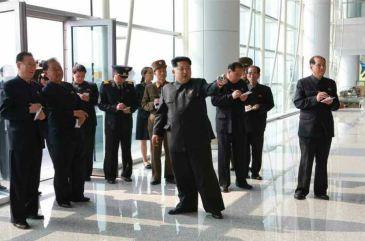 150412 - RS - KIM JONG UN - Marschall KIM JONG UN besuchte die Baustelle des Terminals 2 des Internationalen Flughafens Pyongyang - 06 - 경애하는 김정은동지께서 완공단계에 이른 평양국제비행장 2항공역사건설장을 현지지도하시였다