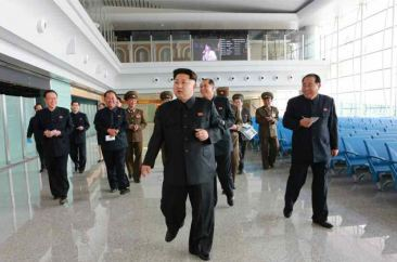 150412 - RS - KIM JONG UN - Marschall KIM JONG UN besuchte die Baustelle des Terminals 2 des Internationalen Flughafens Pyongyang - 07 - 경애하는 김정은동지께서 완공단계에 이른 평양국제비행장 2항공역사건설장을 현지지도하시였다