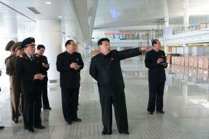 150412 - SK - KIM JONG UN - Marschall KIM JONG UN besuchte die Baustelle des Terminals 2 des Internationalen Flughafens Pyongyang - 01 - 경애하는 김정은동지께서 완공단계에 이른 평양국제비행장 2항공역사건설장을 현지지도하시였다