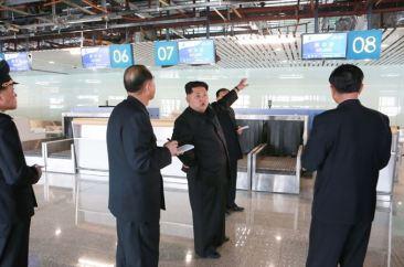 150412 - SK - KIM JONG UN - Marschall KIM JONG UN besuchte die Baustelle des Terminals 2 des Internationalen Flughafens Pyongyang - 02 - 경애하는 김정은동지께서 완공단계에 이른 평양국제비행장 2항공역사건설장을 현지지도하시였다
