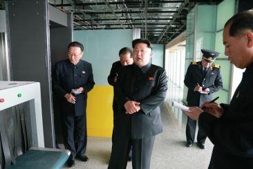150412 - SK - KIM JONG UN - Marschall KIM JONG UN besuchte die Baustelle des Terminals 2 des Internationalen Flughafens Pyongyang - 05 - 경애하는 김정은동지께서 완공단계에 이른 평양국제비행장 2항공역사건설장을 현지지도하시였다
