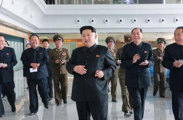 150412 - SK - KIM JONG UN - Marschall KIM JONG UN besuchte die Baustelle des Terminals 2 des Internationalen Flughafens Pyongyang - 06 - 경애하는 김정은동지께서 완공단계에 이른 평양국제비행장 2항공역사건설장을 현지지도하시였다