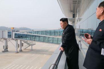 150412 - SK - KIM JONG UN - Marschall KIM JONG UN besuchte die Baustelle des Terminals 2 des Internationalen Flughafens Pyongyang - 07 - 경애하는 김정은동지께서 완공단계에 이른 평양국제비행장 2항공역사건설장을 현지지도하시였다