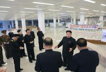 150412 - SK - KIM JONG UN - Marschall KIM JONG UN besuchte die Baustelle des Terminals 2 des Internationalen Flughafens Pyongyang - 09 - 경애하는 김정은동지께서 완공단계에 이른 평양국제비행장 2항공역사건설장을 현지지도하시였다