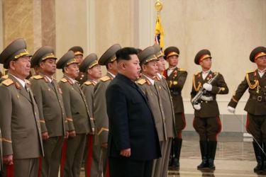 150415 - SK - Marschall KIM JONG UN besuchte zum Tag der Sonne den Sonnenpalast Kumsusan - 06