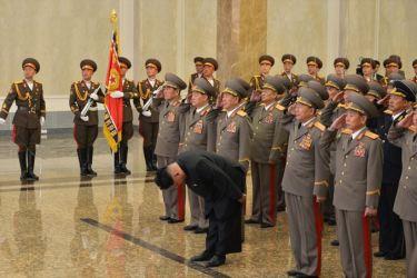 150415 - SK - Marschall KIM JONG UN besuchte zum Tag der Sonne den Sonnenpalast Kumsusan - 07