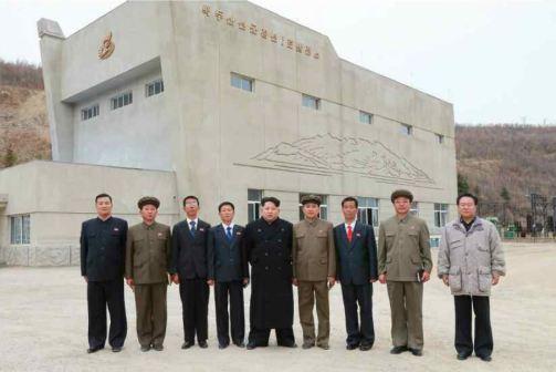 150420 - RS - KIM JONG UN - Marschall KIM JONG UN leitete die Bauarbeiten des Songun-Jugend-Kraftwerkes Paektusan - 09 - 경애하는 김정은동지께서 백두산선군청년발전소건설장을 현지지도하시였다