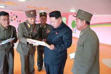 150423 - SK - Marschall KIM JONG UN besichtigte den Bauplatz der Kinderkrippe und des Kindergartens für Waisen Wonsan - 04