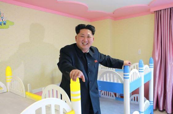 150423 - SK - Marschall KIM JONG UN besichtigte den Bauplatz der Kinderkrippe und des Kindergartens für Waisen Wonsan - 14