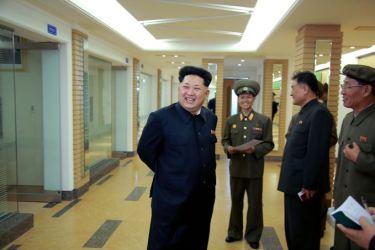150503 - SK - KIM JONG UN - Marschall KIM JONG UN besuchte die Satellitenkontrollhauptstation - 06 - 경애하는 김정은동지께서 새로 건설한 국가우주개발국 위성관제종합지휘소를 현지지도하시였다