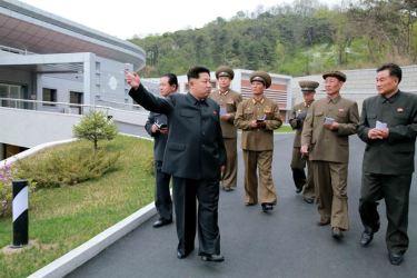 150503 - SK - KIM JONG UN - Marschall KIM JONG UN besuchte die Satellitenkontrollhauptstation - 08 - 경애하는 김정은동지께서 새로 건설한 국가우주개발국 위성관제종합지휘소를 현지지도하시였다